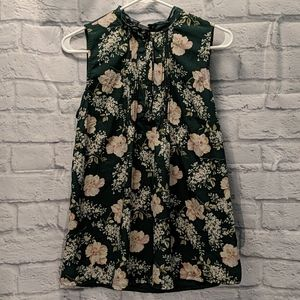 dark green floral top, pleated with lace